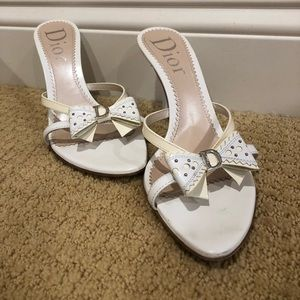 "2"" Dior white bow high heels"